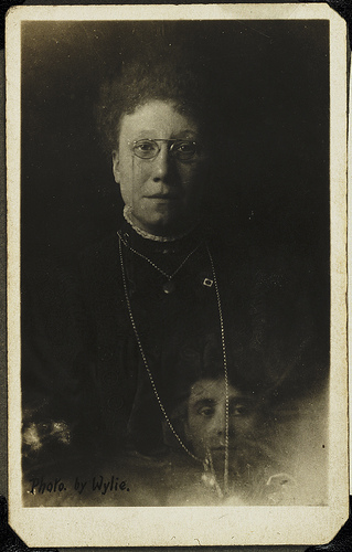 William Hope, Mrs Bentley and the spirit of her deceased sister. Taken some time in 1920